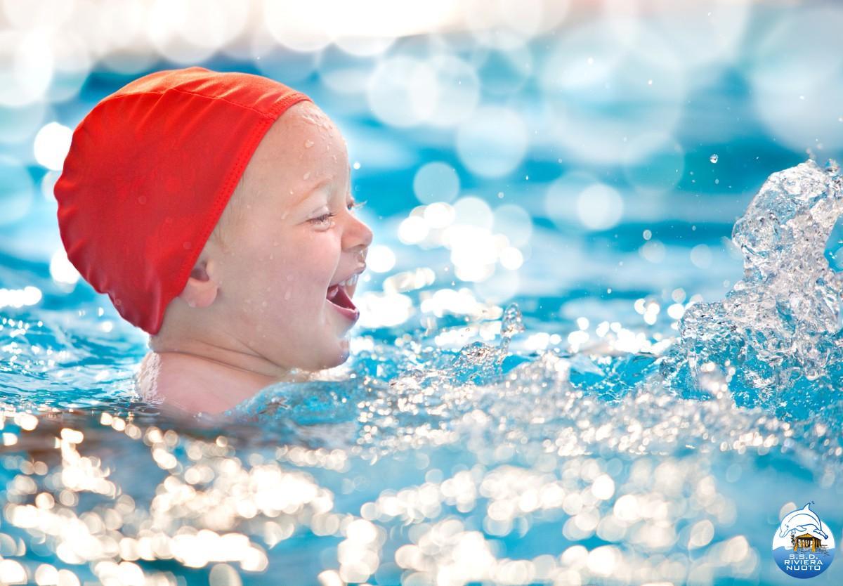 Neonati 0 3 anni riviera nuoto - Bambini in piscina a 3 anni ...
